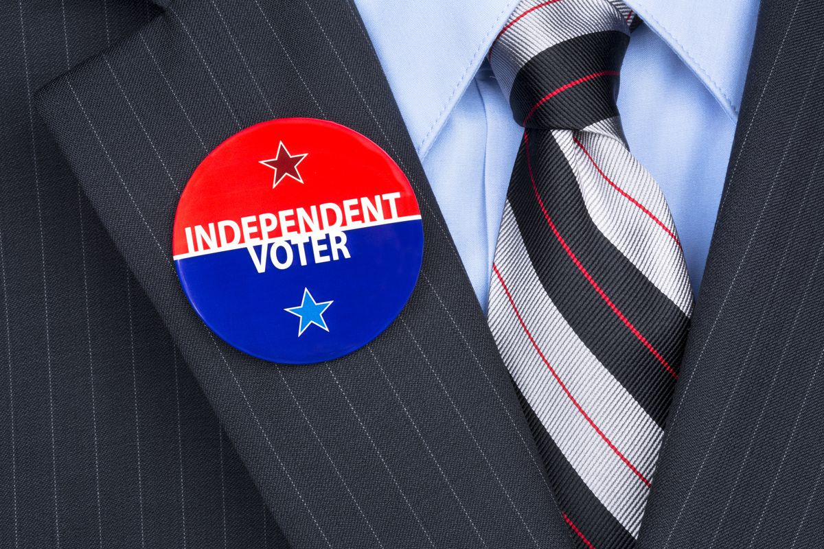 Independent voter button on a lapel