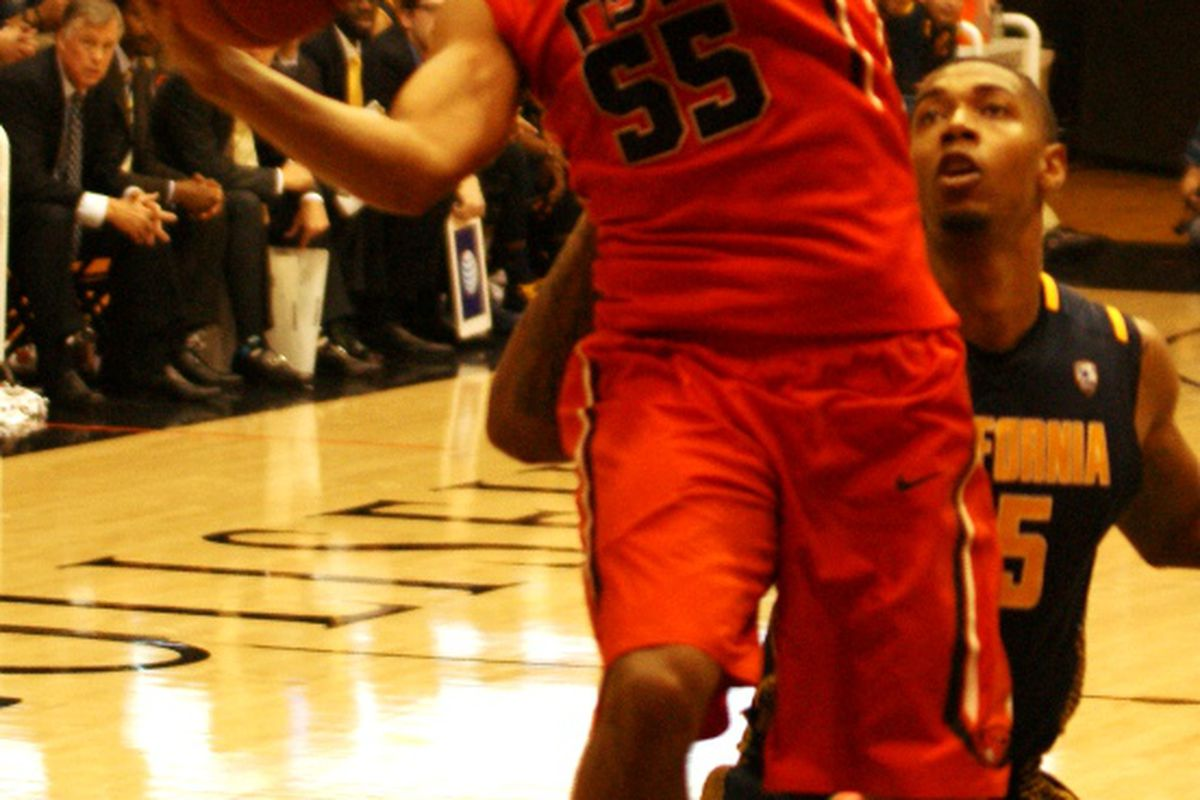Roberto Nelson, who became only the 6th Beaver ever with 1,600 points scored, leads Oregon St. into a critical game against USC tonight.