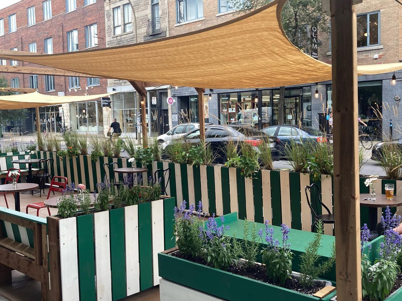 green and white striped terrasse