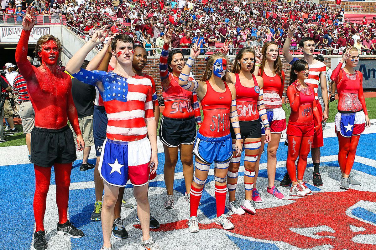 SMU Students proudly supporting their dismal team