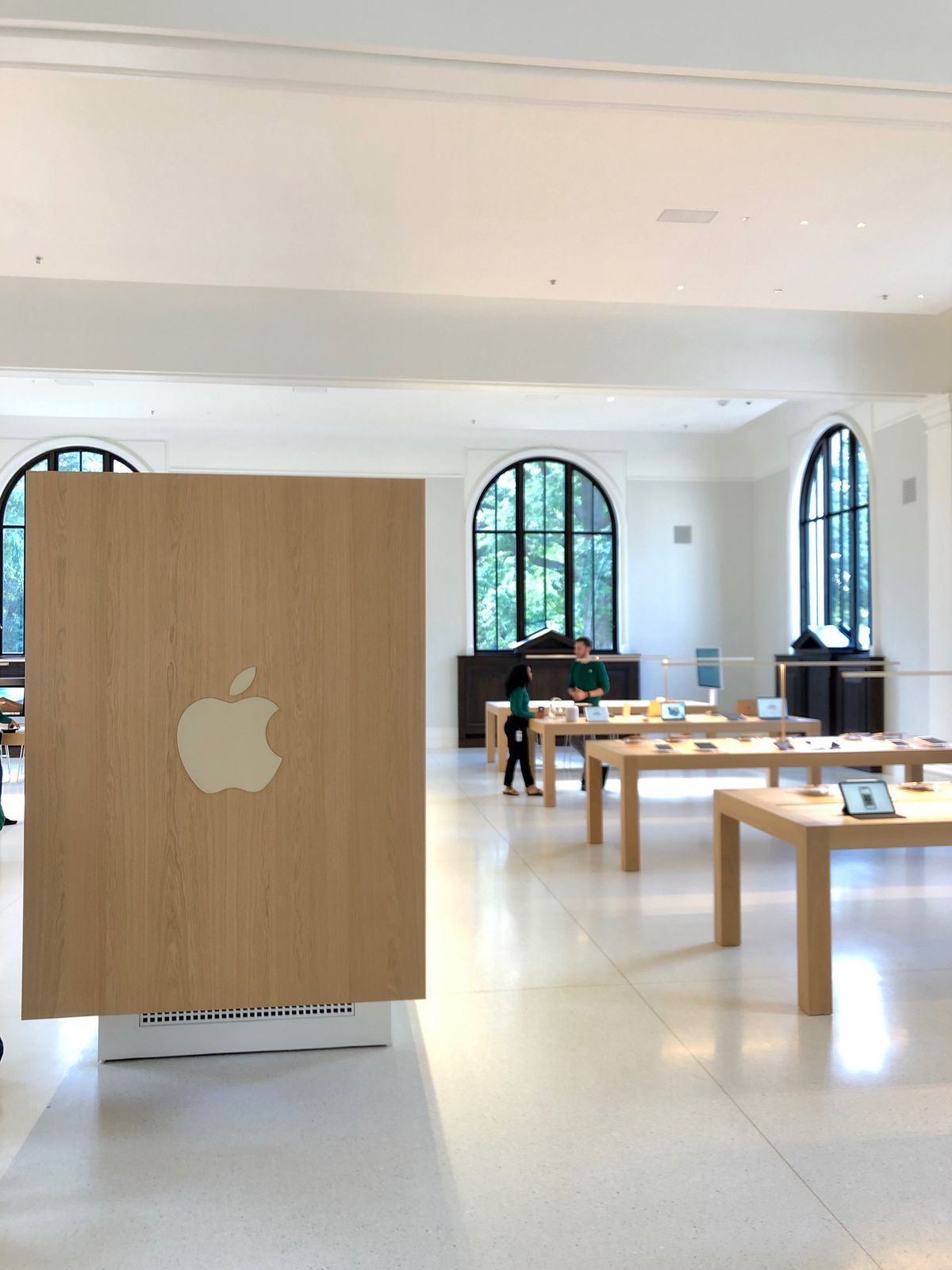 DC Apple store Carnegie Library opened: architecture, tech