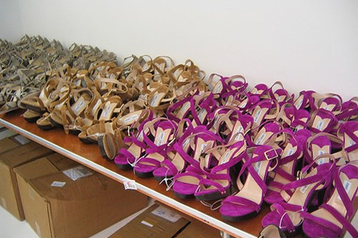 """A shot from the <a href=""""http://ny.racked.com/archives/2009/08/26/above_the_fray_choo_frenzy_at_the_jimmy_choo_preview.php#jimmy-choo-press-preview-6"""">August 2009 sale</a>"""