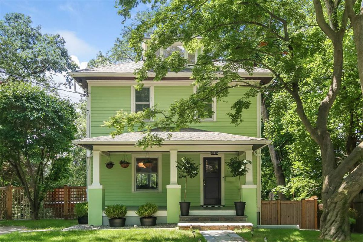 Minty 1929 american foursquare home outside nyc asks 1 2m for American homes realty