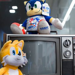Sonic and Tails talk about the good ol' Sega Genesis days as they chill out around an old TV.