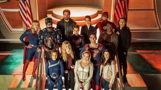 The cast of Crisis on Infinite Earths, including Supergirl, the Atom, Green Arrow, the Flash, Superman, and more.