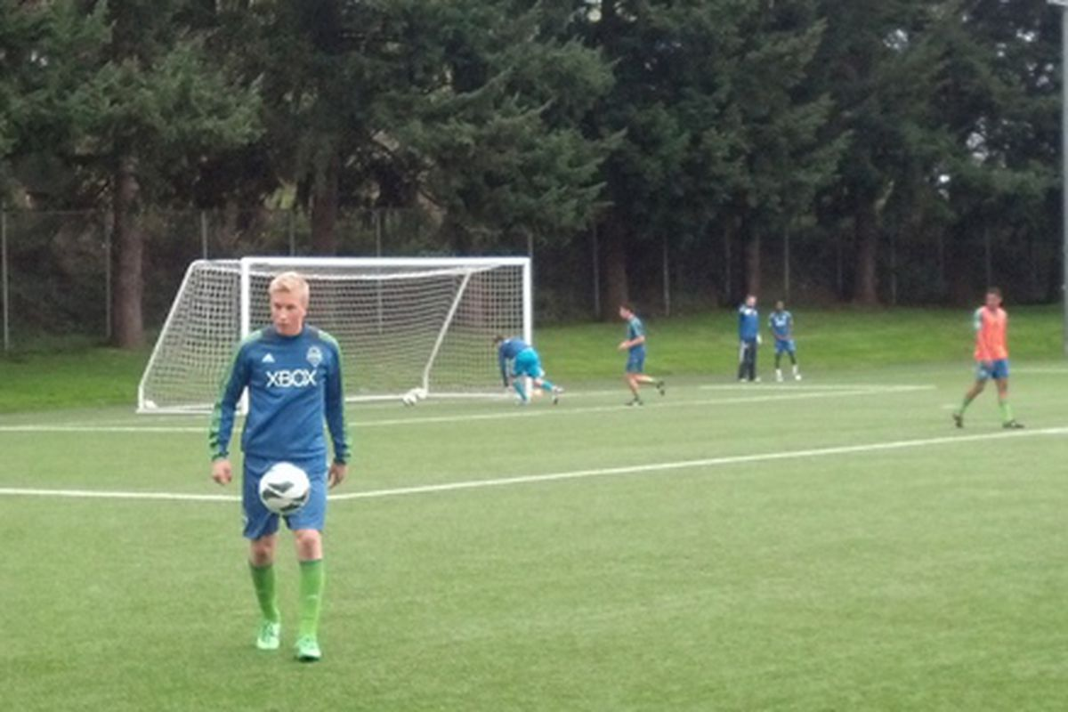 Gustav Brandt and other Sounders U18s warming up on Saturday