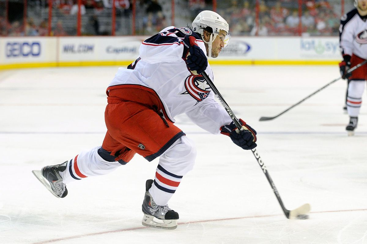 WASHINGTON, DC - SEPTEMBER 26:  Antoine Vermette #50 of the Columbus Blue Jackets shoots the puck against the Washington Capitals at the Verizon Center on September 26, 2011 in Washington, DC.  (Photo by Greg Fiume/Getty Images)