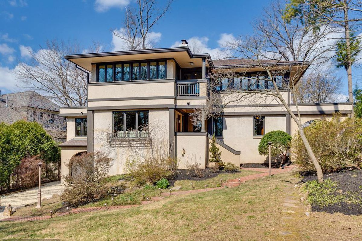 Frank Lloyd Wright Inspired Houses frank lloyd wright-inspired home in arlington on the market