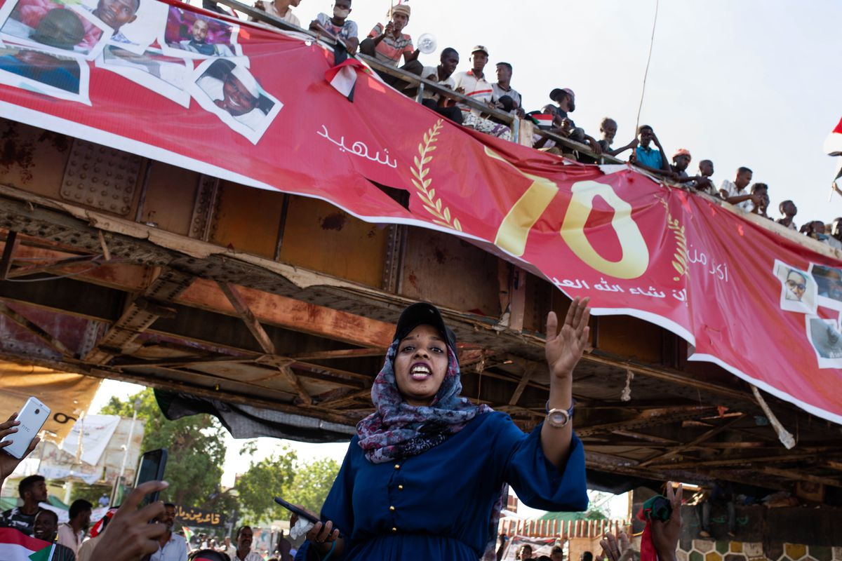 """Demonstrators rally near the military headquarters in Khartoum, Sudan, Monday, April 15, 2019. The Sudanese protest movement on Monday welcomed the """"positive steps"""" taken by the ruling military council, which held talks over the weekend with the oppositio"""