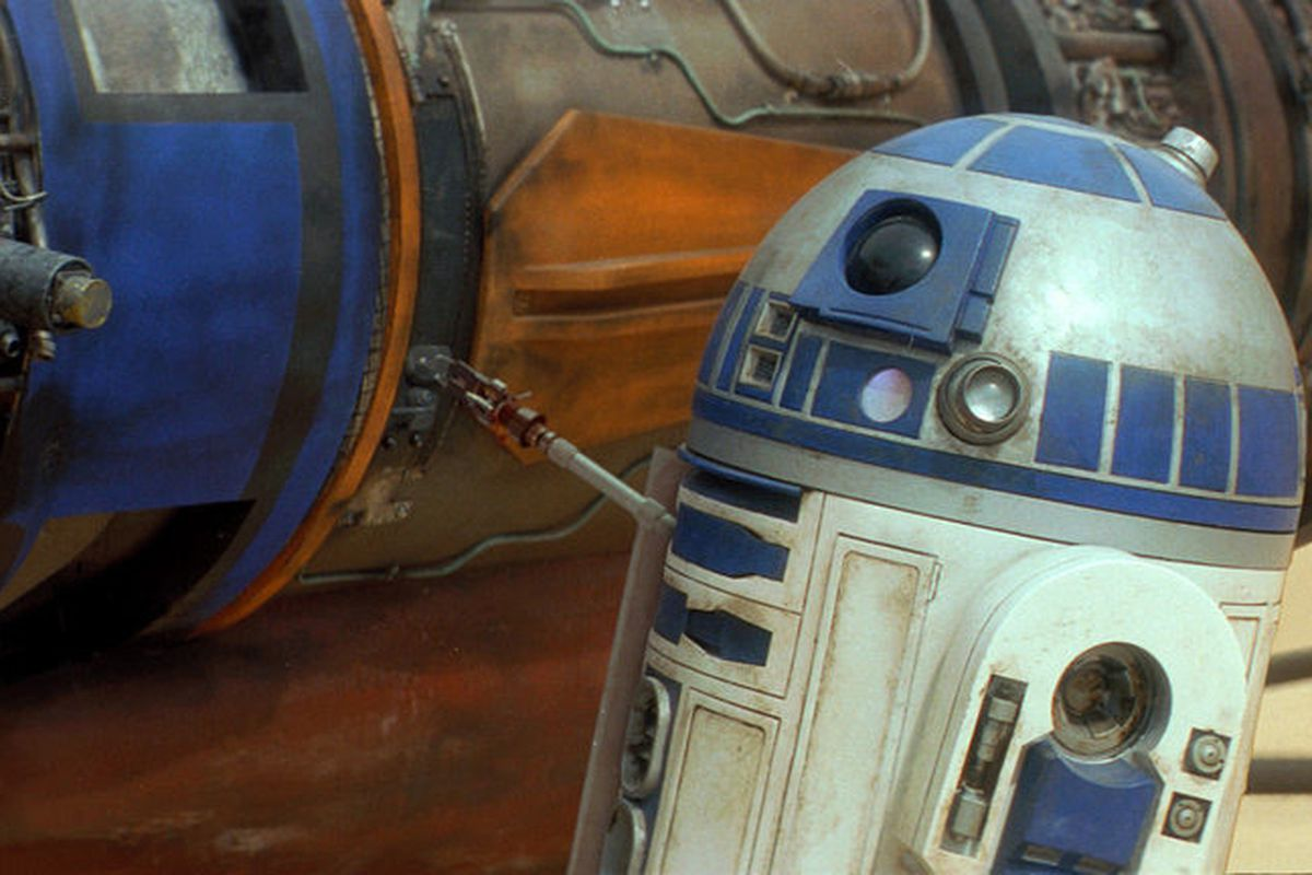 R2-D2 in a screenshot from 'Star Wars Episode I: The Phantom Menace'