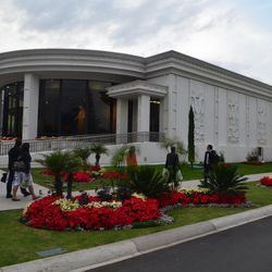 The visitors center is located next to the Mexico City Temple of The Church of Jesus Christ of Latter-day Saints.