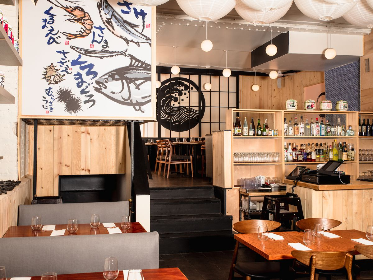 Hachi Maki is a temaki and ramen restaurant on the Upper West Side