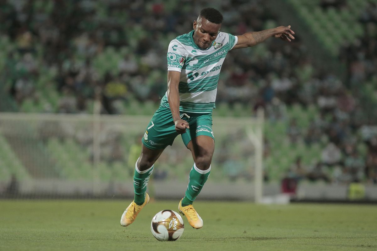Juan Ferney Otero's playmaking abilities along the right side of the pitch will be critical for Santos.