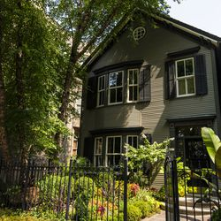 Small and sometimes hidden gardens are a feature of Old Town | Tyler LaRiviere/Sun-Times
