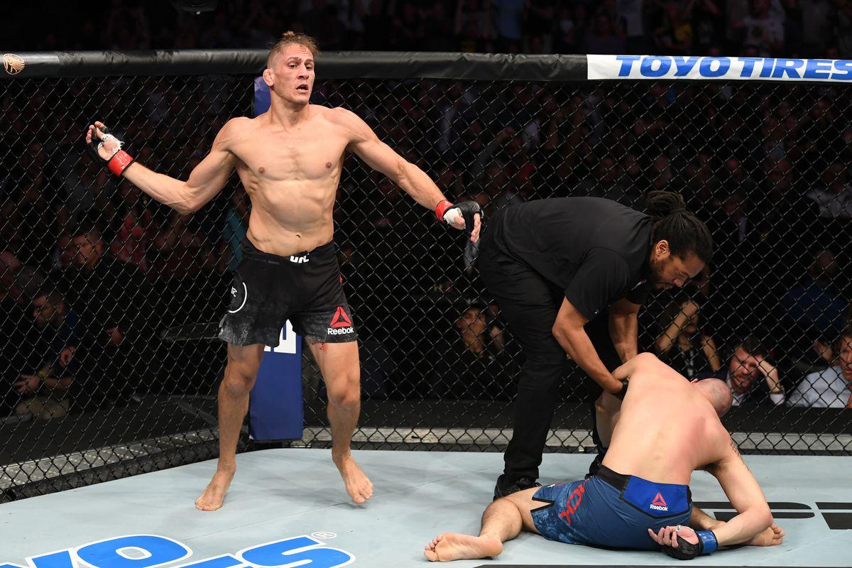 Alaska Escribe un reporte sentido común  UFC Tampa video: Niko Price knocks out James Vick with devastating upkick -  MMA Fighting