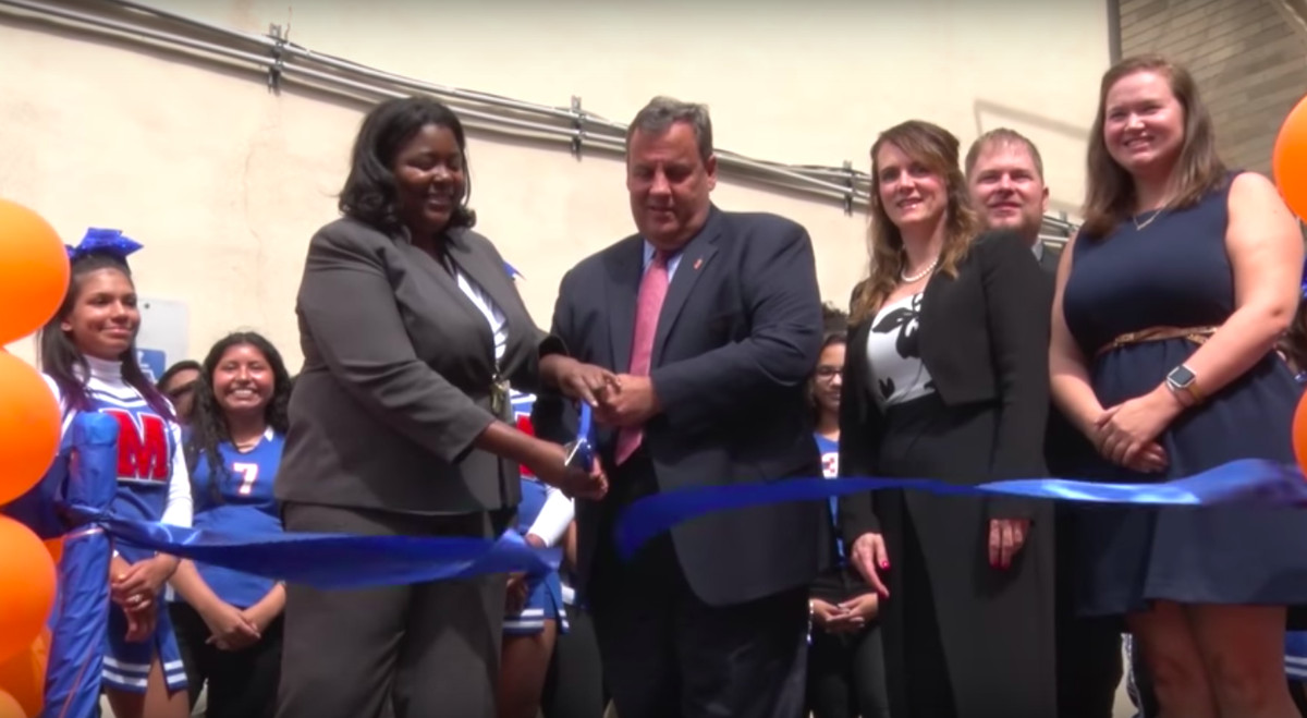 Gov. Chris Christie joined school leaders for the launch of M.E.T.S.'s Newark high school in 2017.