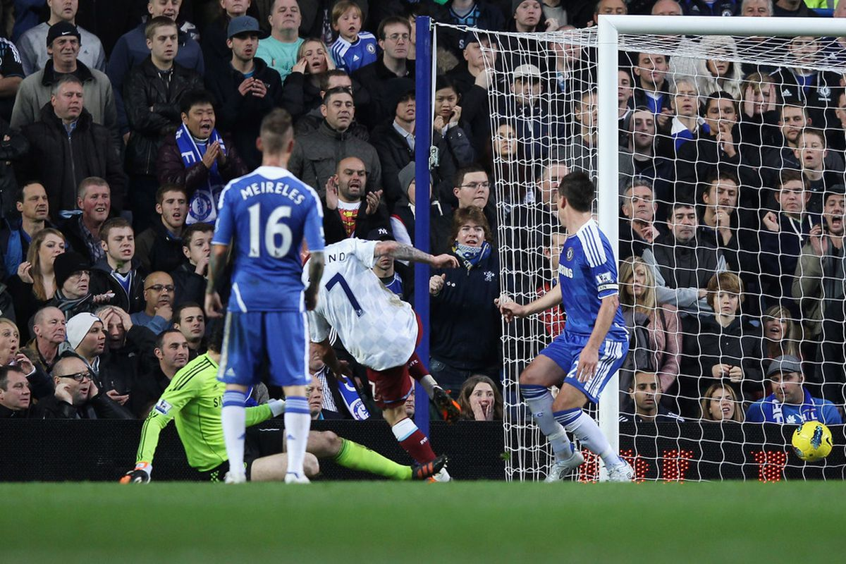 LONDON, ENGLAND - DECEMBER 31: Stephen Ireland of Aston Villa scores a goal during the Barclays Premier League match between Chelsea and Aston Villa at Stamford Bridge on December 31, 2011 in London, England.  (Photo by Ian Walton/Getty Images)