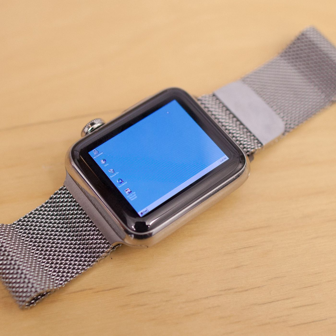 Someone got Windows 95 running on an Apple Watch - The Verge