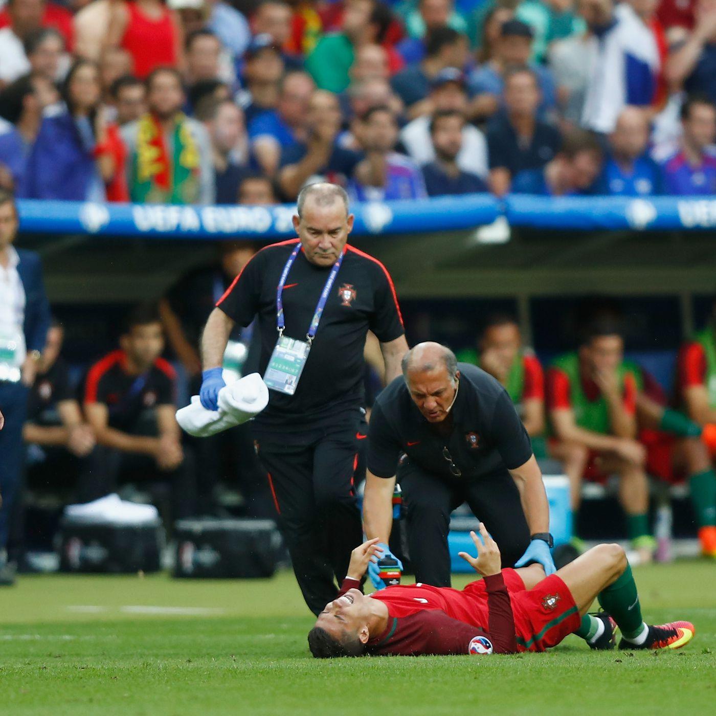 Cristiano Ronaldo Exits Euro 2016 Final With Knee Injury Sbnation Com
