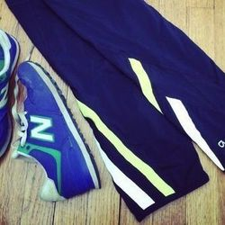 Black capri leggings, pops of neon, and colorful sneakers seem to be the look here. I mimic the style with neon racing stripe capris and a pair of royal blue New Balance classics.
