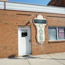 Closed business in DowntownDelavan, IL. | Brian Rich/Sun-Times