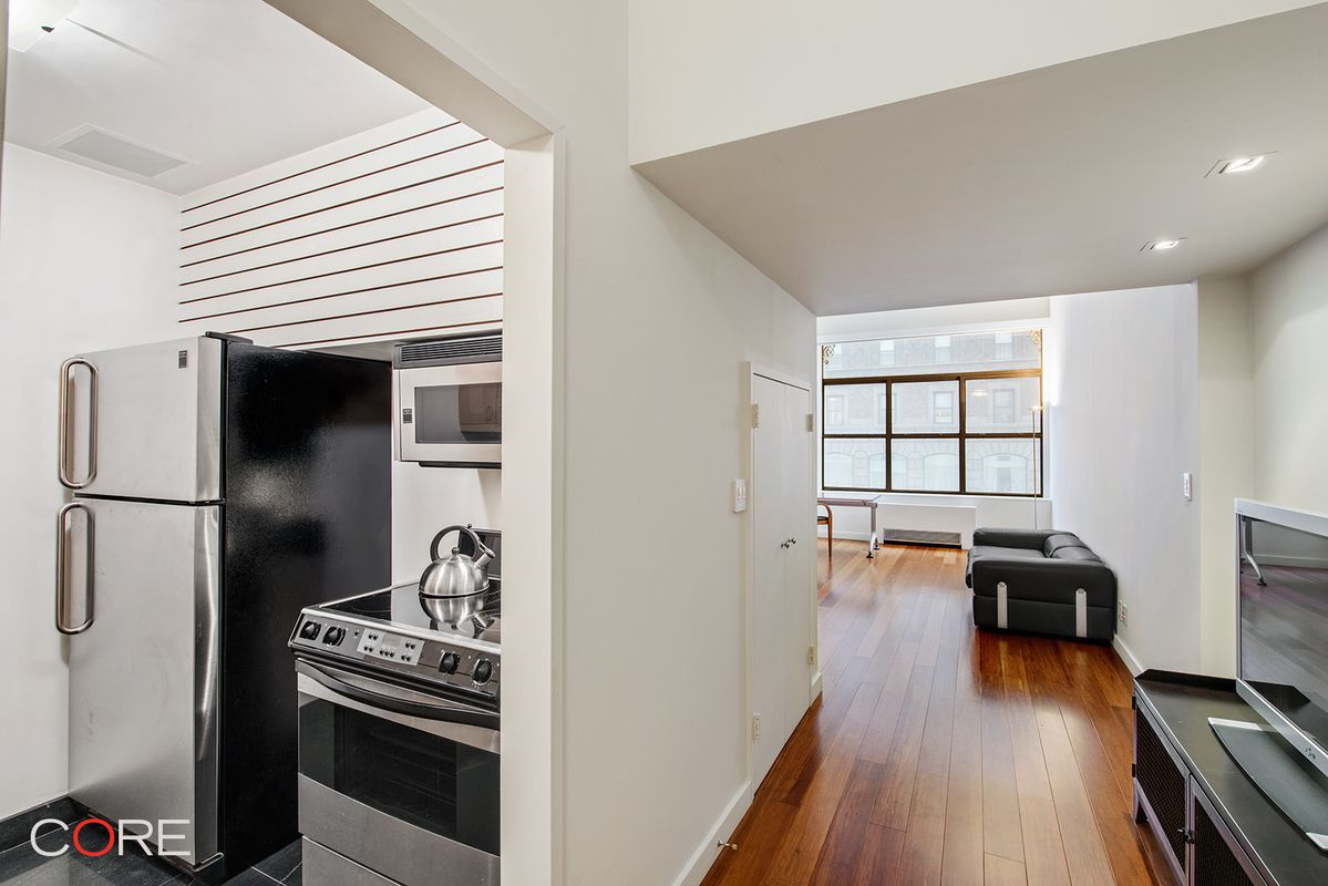 If You Can Get Past The Loft Bed This Studio Apartment In Midtown On Madison Avenue Just A Few Blocks From Empire State Building Has Some Nice