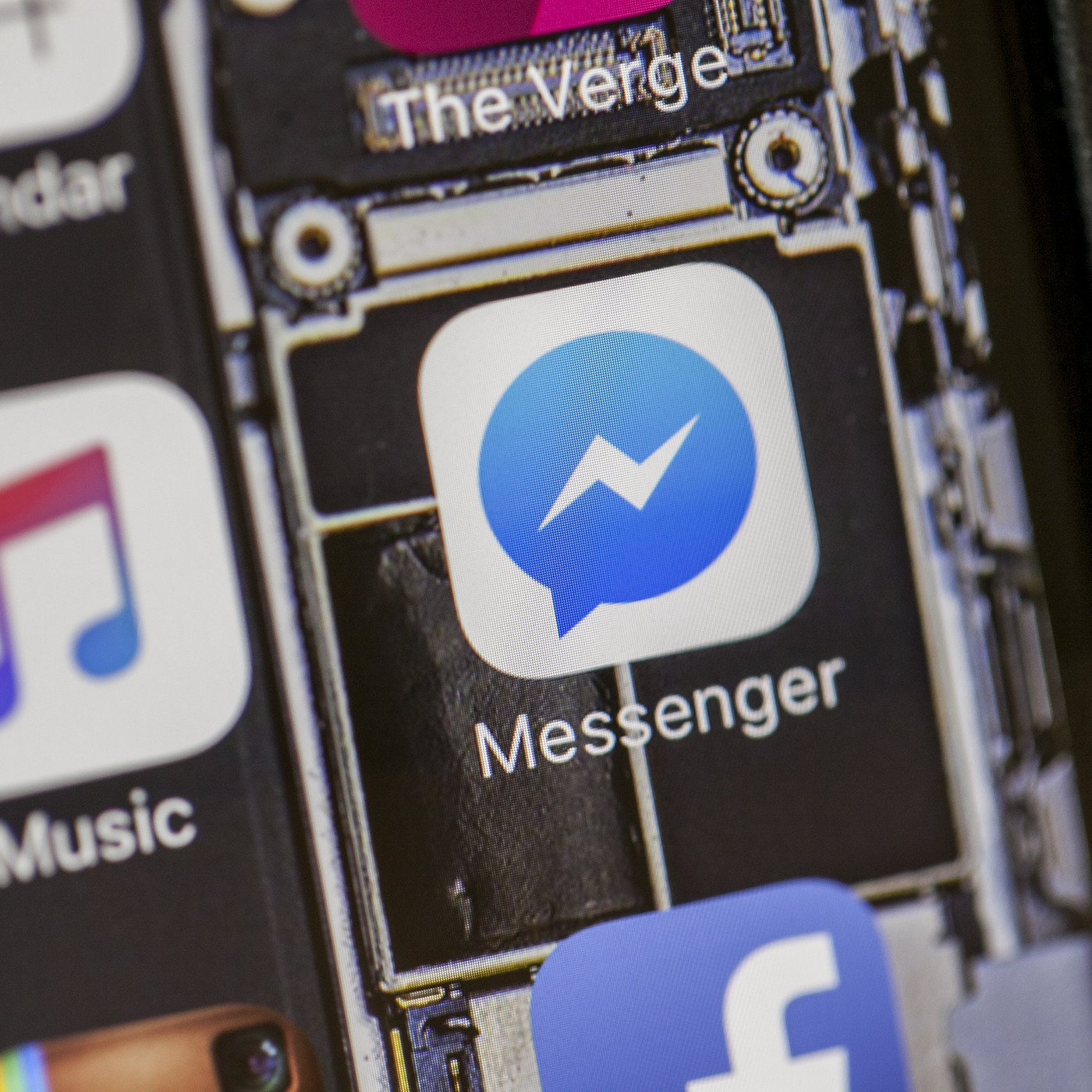 Facebook Messenger and Spotify now let you quickly share