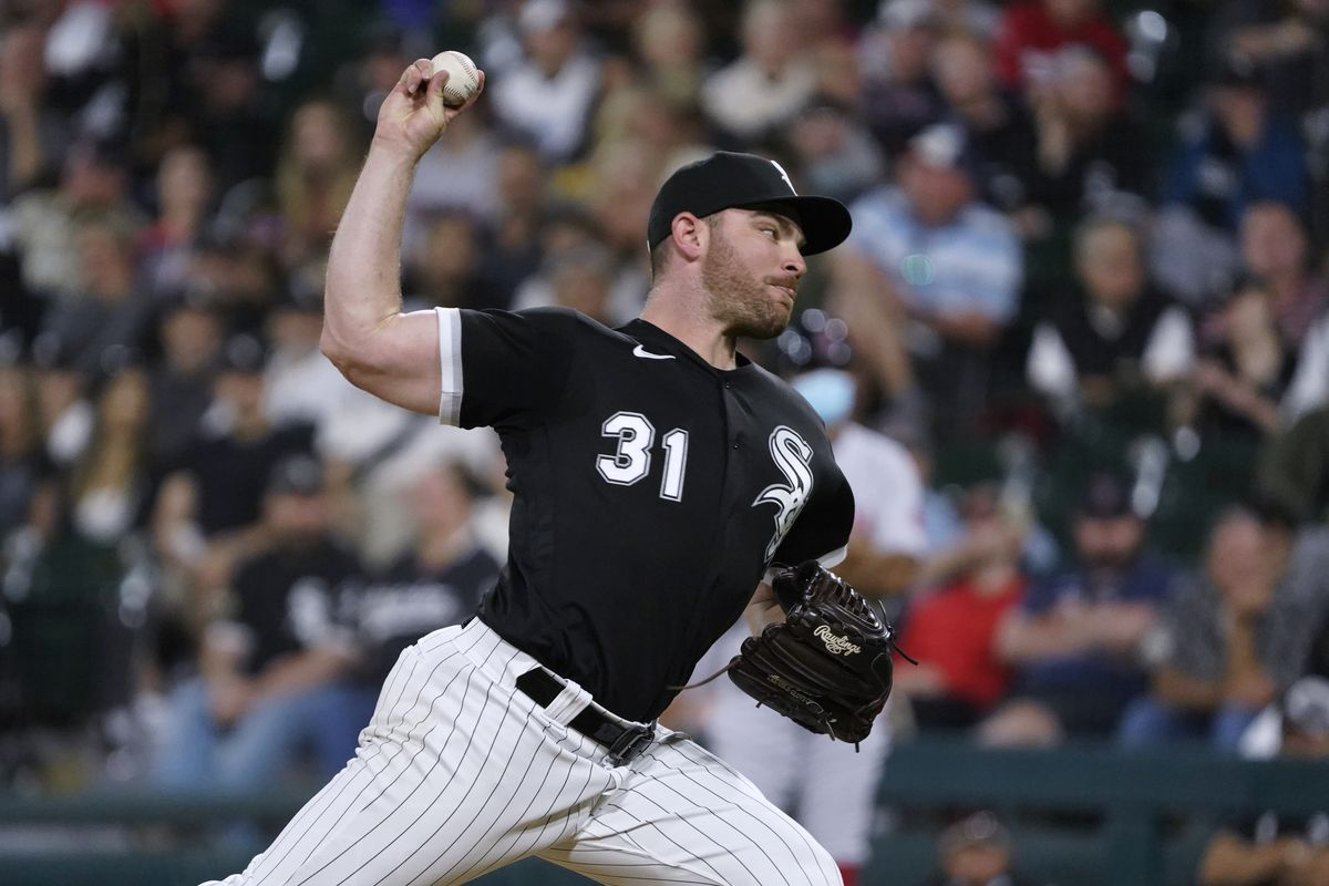 Liam Hendriks is the White Sox' nominee for the Roberto Clemente Award.