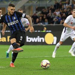 Mauro Icardi of FC Internazionale takes a penalty to score the opening goal during the Serie A match between FC Internazionale and ACF Fiorentina at Stadio Giuseppe Meazza on September 25, 2018 in Milan, Italy.