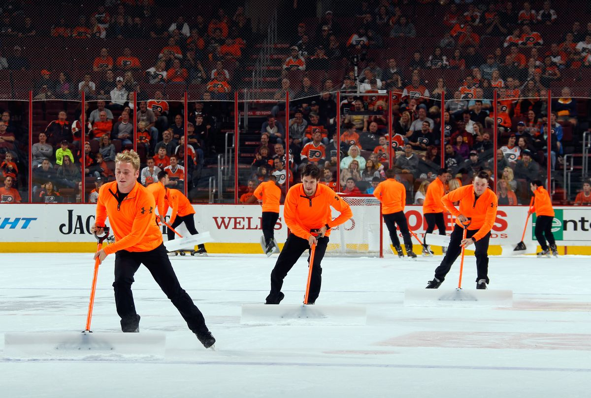 The Flyers Replaced Their Ice Girls With Ice Guys And Philly Fans Booed Sbnation Com