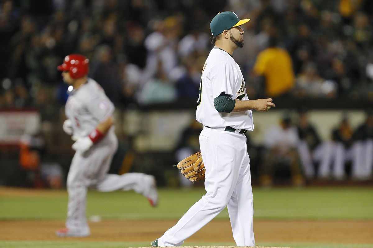 Mujica's gravitational pull must be strong, given the way players orbit around him in circles.