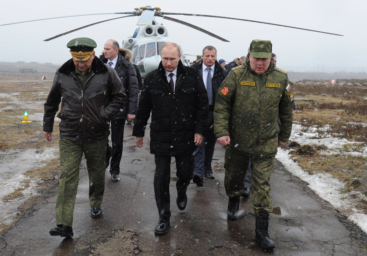 Russian President Vladimir Putin and Defence Minister Sergei Shoigu visit military exercises in Kirillovsky (MIKHAIL KLIMENTYEV/AFP/Getty)