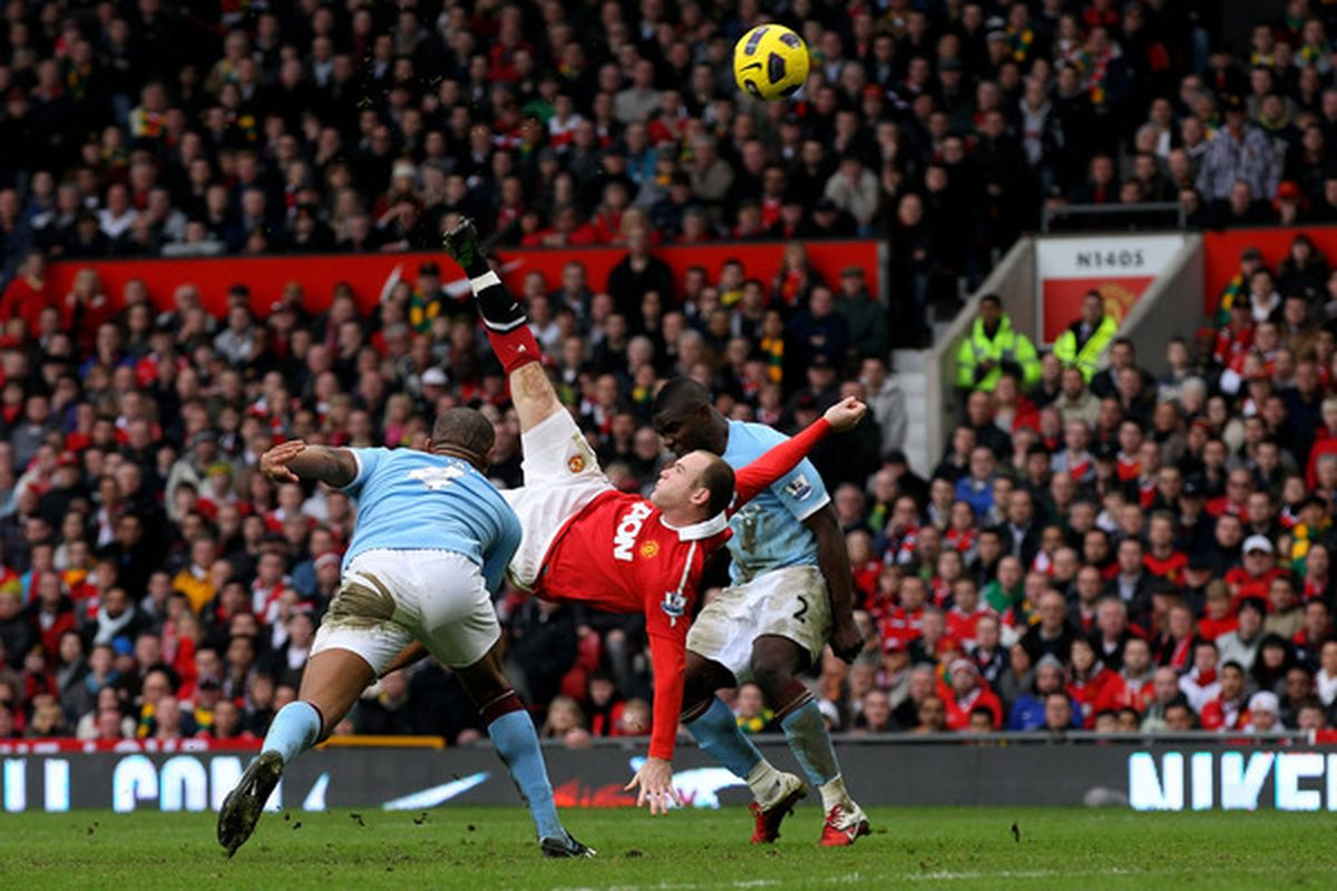 Wayne Rooney with a strike from the heavens.  (Photo by Alex Livesey/Getty Images)