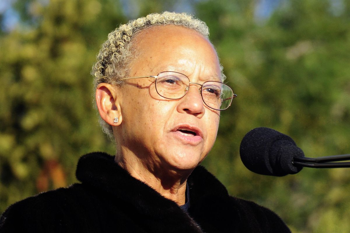 Dr. Nikki Giovanni reads a poem during c
