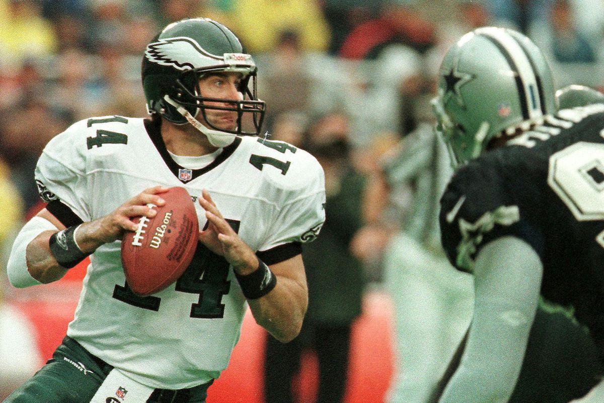 Philadelphia Eagles quarterback Doug Pederson look