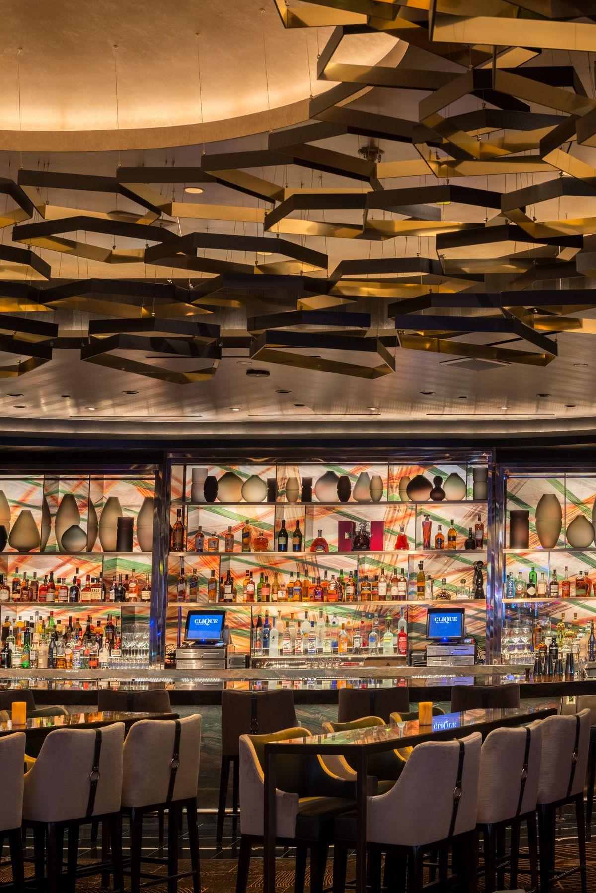 Clique Bar & Lounge