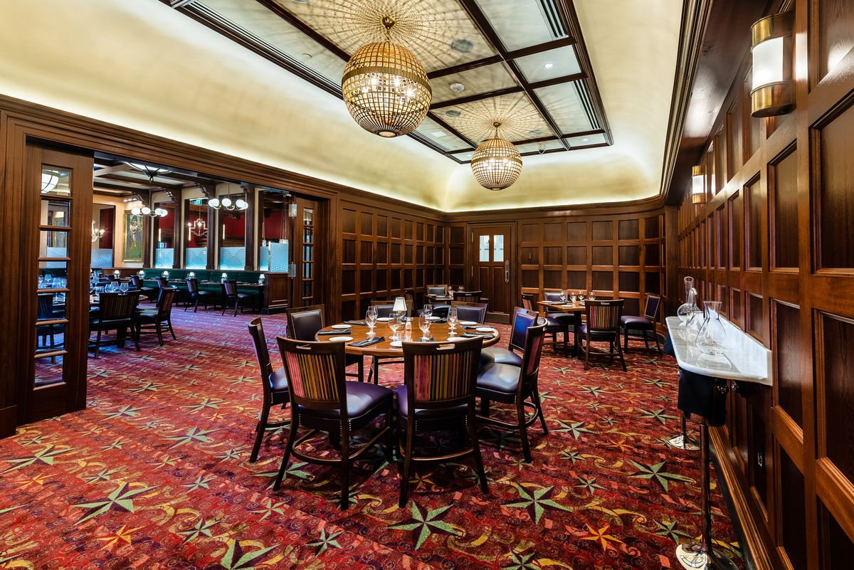 An expansive dining room at Randy's