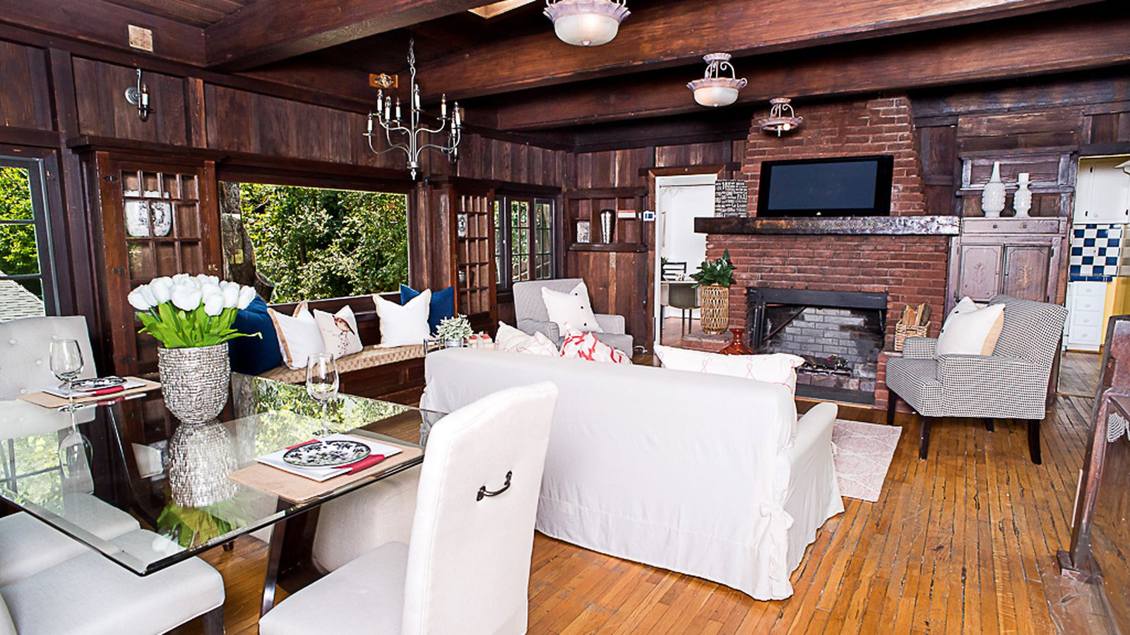 Rustic 1926 laurel canyon house with charming tile kitchen for Laurel house