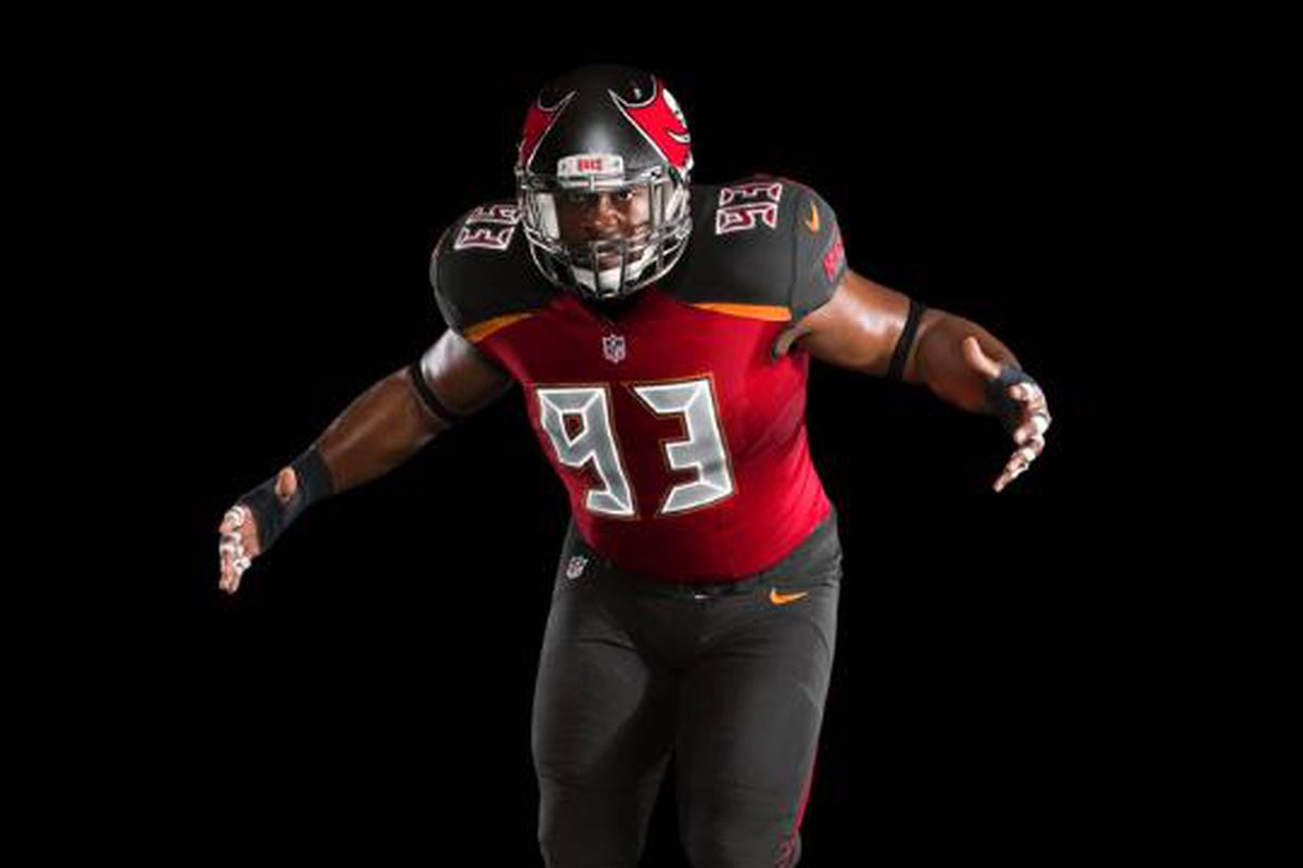 New bucs logo and uniform — photo 2