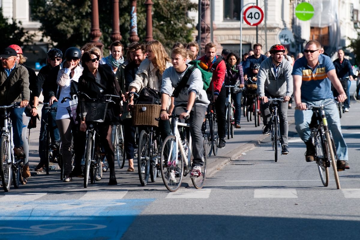 Cyclists inCopenhagenwaiting for a green signal