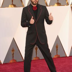 Presenter Jared Leto in Gucci. Kinda disappointed his hair's boring? Photo: Todd Williamson/Getty Images