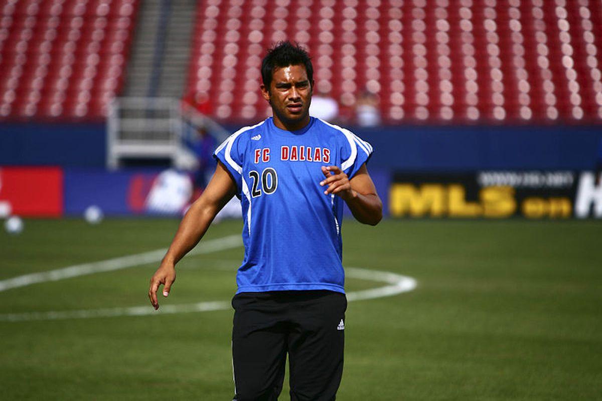 """Union forward Carlos """"El Pescadito"""" Ruiz during training with former team FC Dallas (Photo courtesy of Wikipedia user Ramdac, published under GNU Free Documentation License)"""
