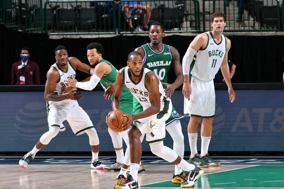 Milwaukee Bucks v Dallas Mavericks