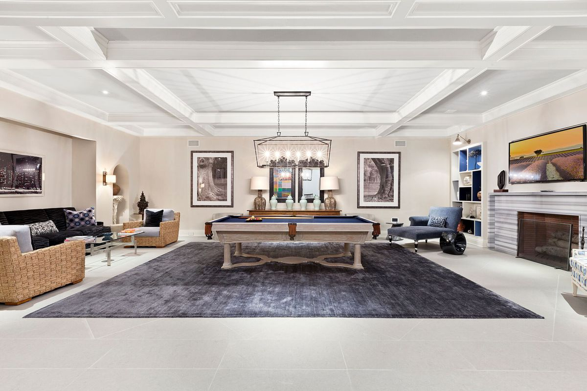 A Stunning Hamptons Mansion By James Michael Howard Asks 14 75m Curbed Hamptons