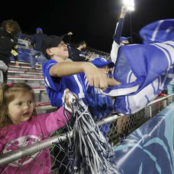 Ella and Carter Griffith cheer for the Cougars during the Boca Raton Bowl in Boca Raton, Fla., on Tuesday, Dec. 22, 2020.