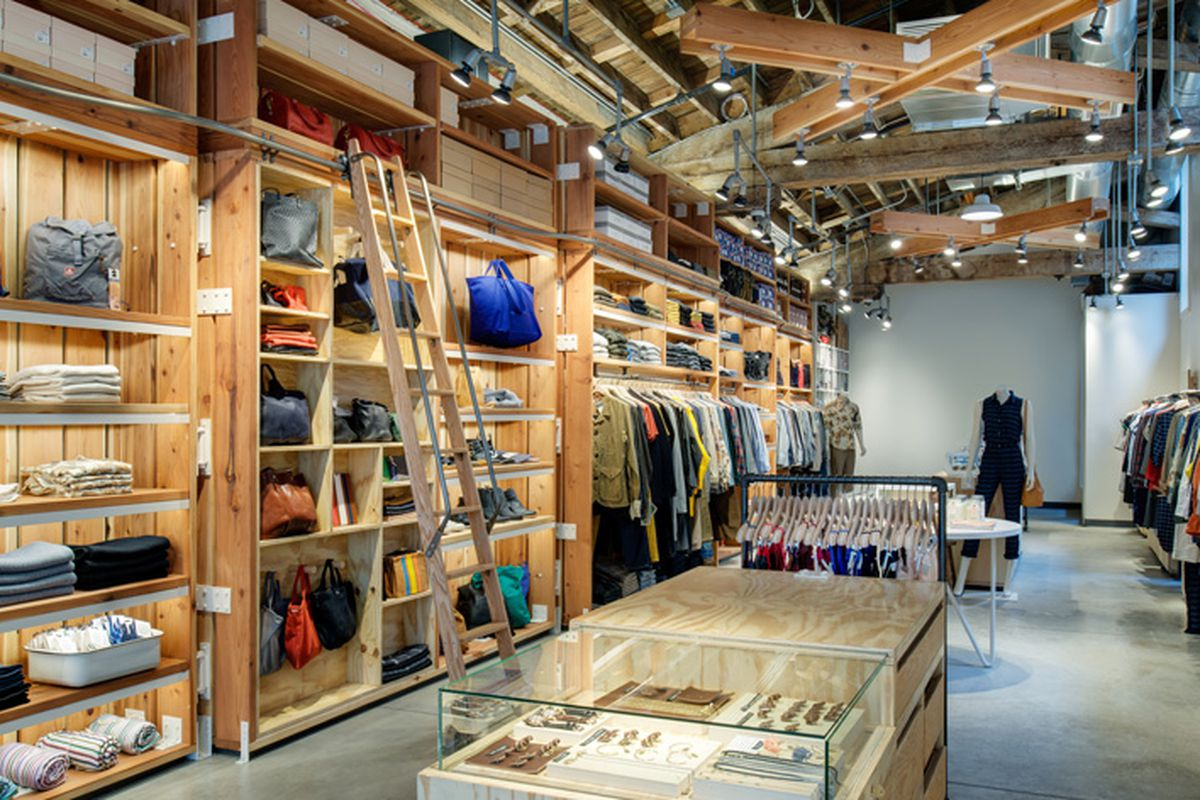 "Image by Christian Columbres via <a href=""http://www.azuremagazine.com/article/hwkn-crafts-new-digs-for-steven-alan/"">Azure Magazine</a>"