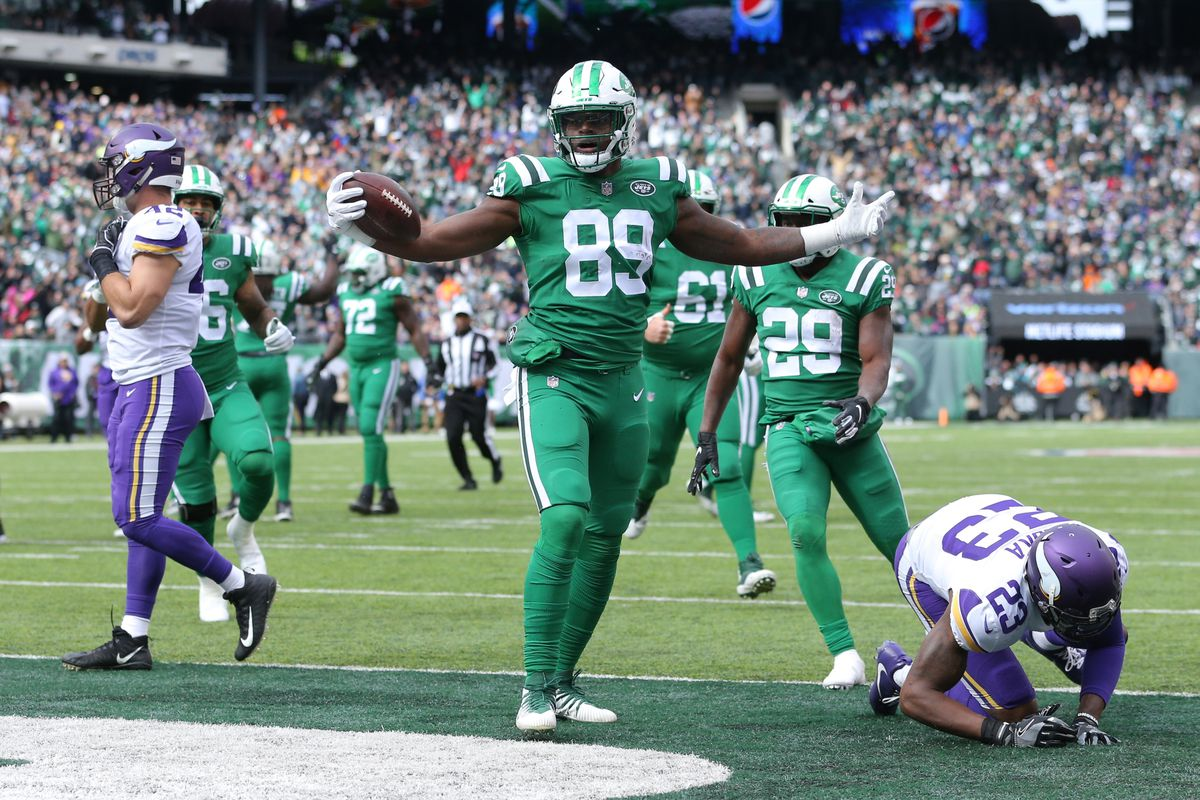 New York Jets tight end Chris Herndon celebrates his touchdown against the Minnesota Vikings during the first quarter at MetLife Stadium.