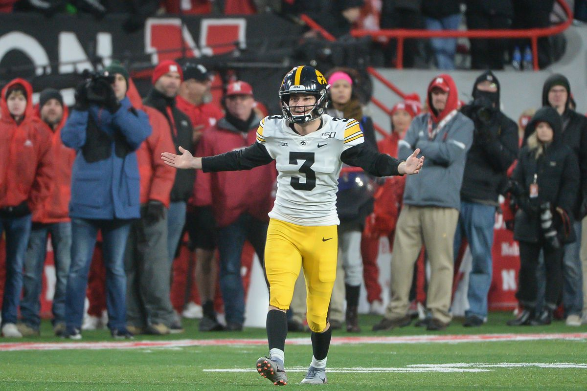 Iowa And Sparty Kickoff The Big Ten S Bowl Involvement On