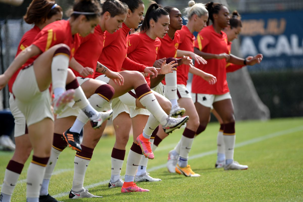 AS Roma players warm up during the Women Serie A football...