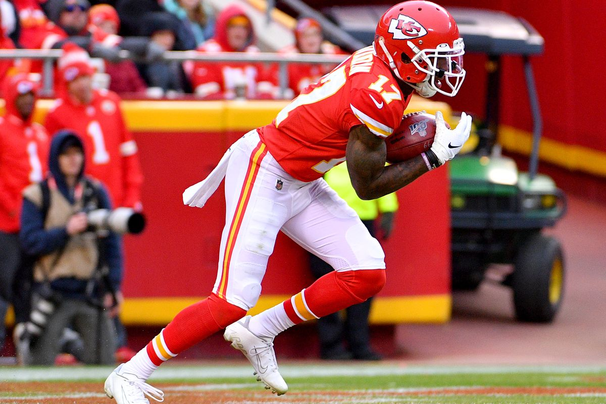 Kansas City Chiefs wide receiver Mecole Hardman returns a kick during the game against the Los Angeles Chargers at Arrowhead Stadium.